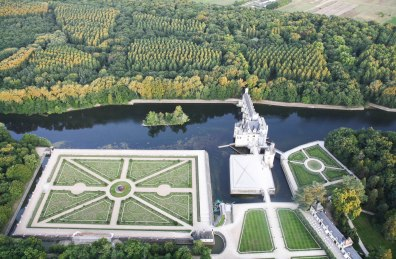 Chenonceaux Chateau from balloon