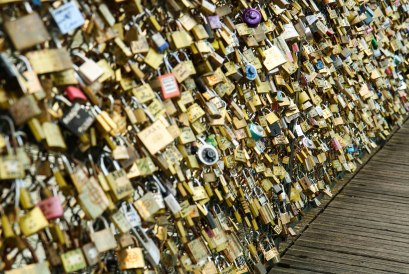 Love locks overdose Paris