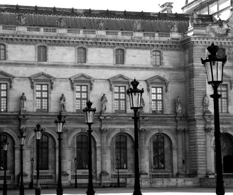 lamppost-louvre-courtyard-paris