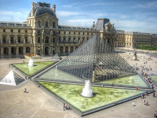 louvre-courtyard-fountain-paris
