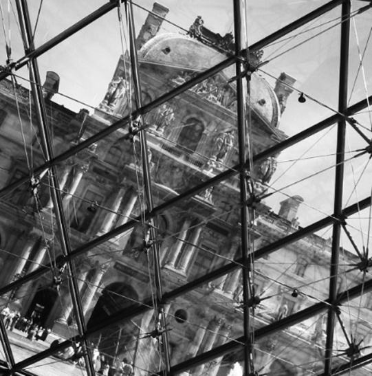 The Louvre under glass1