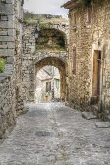 Menerbes medieval laneway