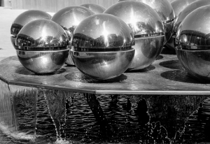 mirror-ball-fountain-paris