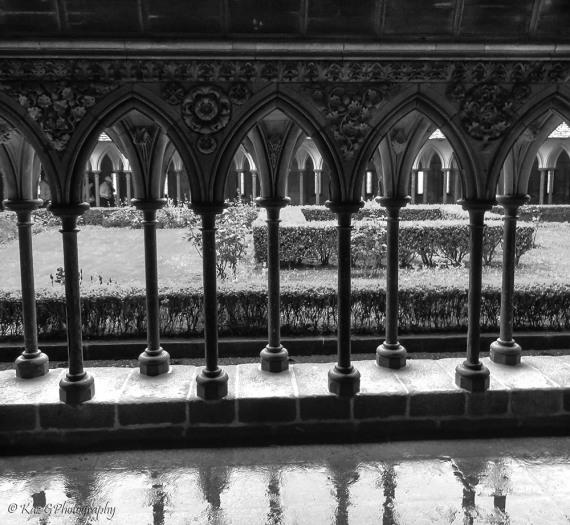 cloisters-mont-st-michel-bw