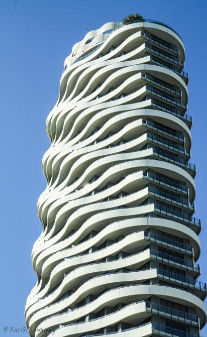 wave-buildling-broadbeach-colour